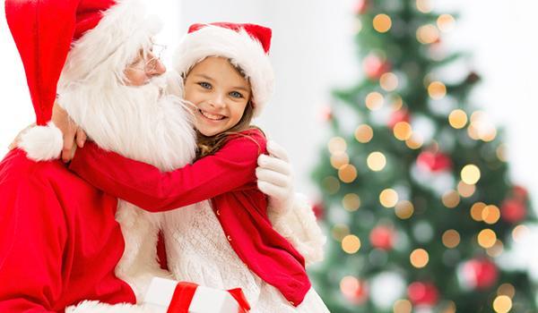 Kind mit dem Weihnachtsmann